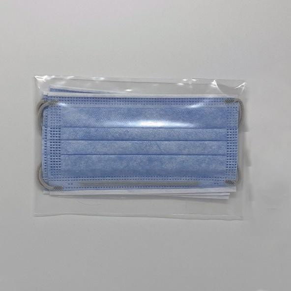 Licht blauw chirurgische mondmasker verpakt